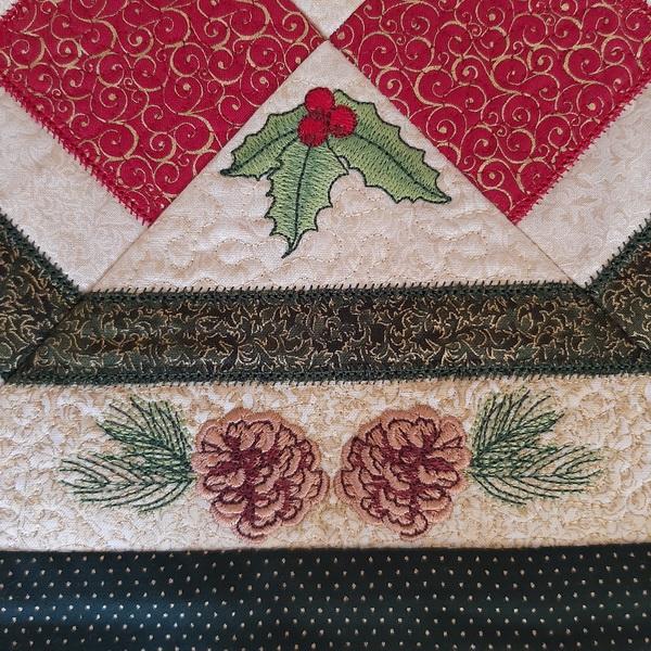 IHQ Pinecone Christmas Table Runner-7