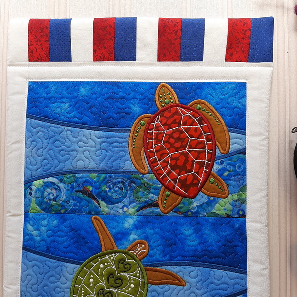 IHQ Turtle Hanger or table runner, machine quilting