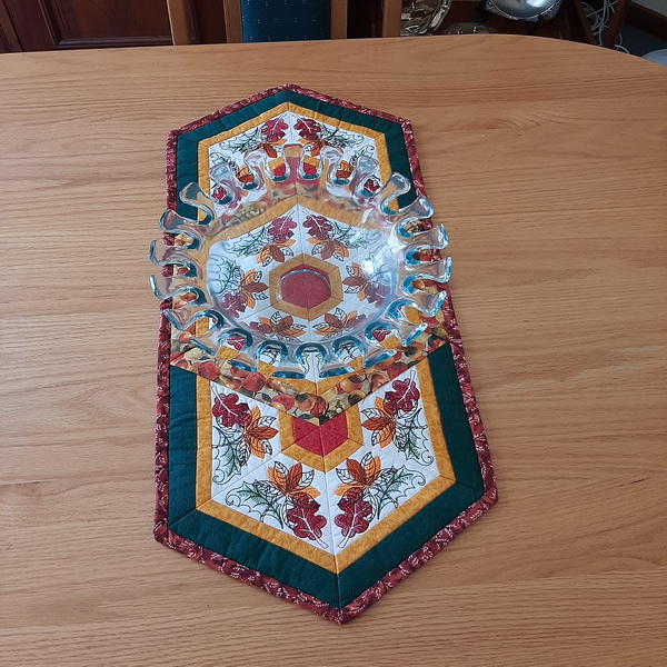 Autumn Leaf Triangle Frenzy Table Runner-11