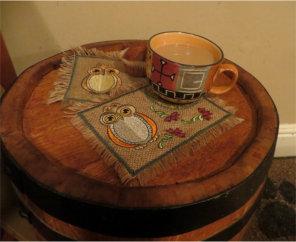 ITH Burlap (Hessian) Hooting Mug Rug 1