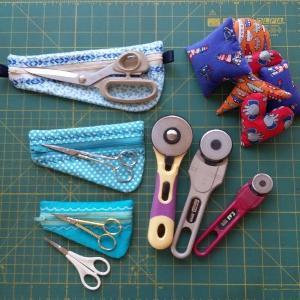 ITH Zipper Scissor Pouches