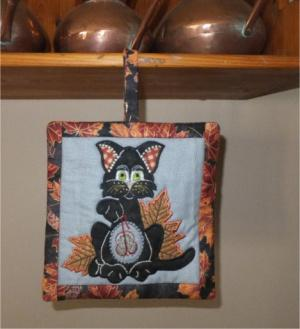 ITH Kitties and leafs Potholder or Mug Rug
