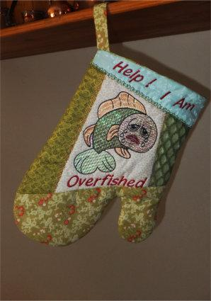 ITH Quilted Fishy Oven Gloves
