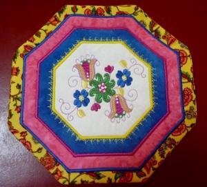 ITH Jacobean Octagonal Kitchen Quilt